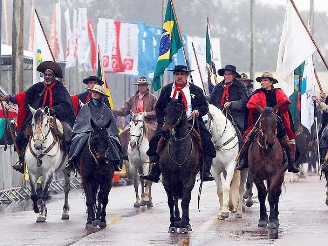 desfile farroupilha bandeira do brasil
